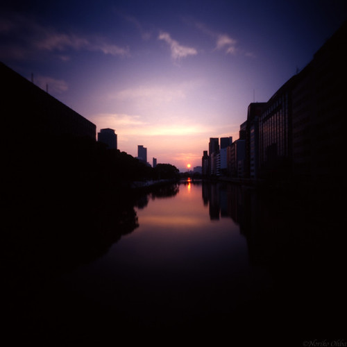 morning sky reflection clouds river holga pinhole osaka e100vs 2011 yodoyabashi ご来光カフェ