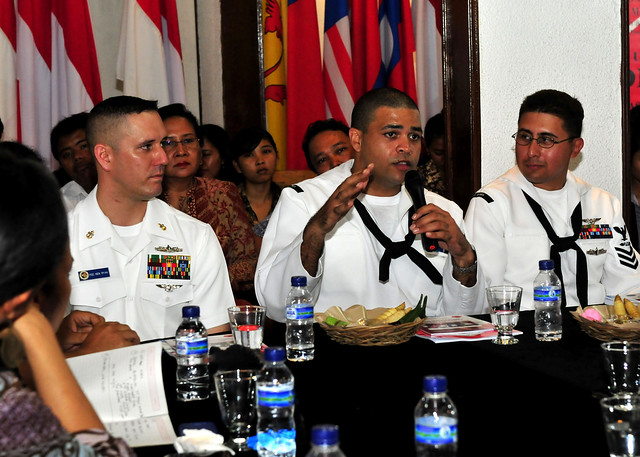 Essex, PHIBRON 11 Sailors Visit Indonesian University