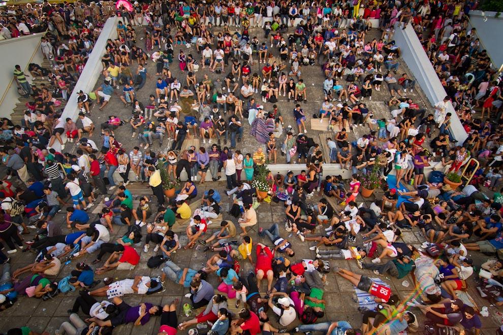 Cientos de peregrinantes dormían y descansaban en este sector, ubicado a un costado de la Basílica, después de un largo y cansador recorrido hasta llegar a la Virgen y cumplir con sus promesas. (Tetsu Espósito)
