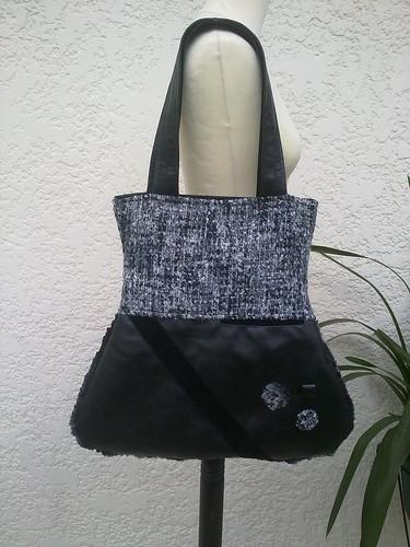 Mala em sintético preto com fazenda cinza e preto. by ♥Linhas Arrojadas Atelier de costura♥Sonyaxana