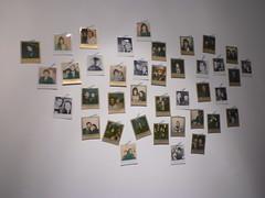 Fotos polaroid de algunos asistentes a la inauguración