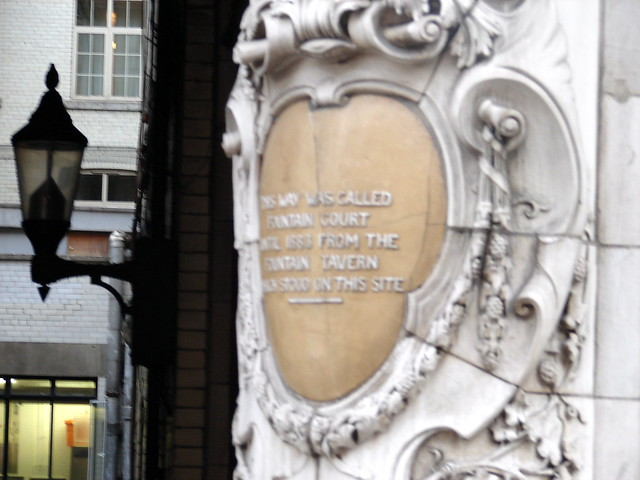 Fountain Tavern, London brown plaque - This way was called  Fountain Court  until 1883 from the   Fountain Tavern  which stood on this site