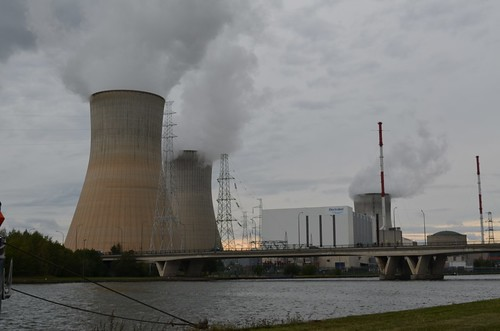 nuclear power station in Tihange, belgium / Atomkraftwerk in Tihnage, Belgien