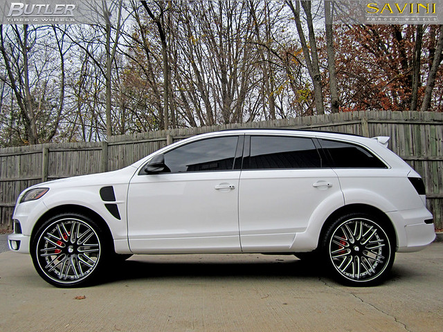 Audi Q7 with 24in Savini SV-25c Concave Wheels 3