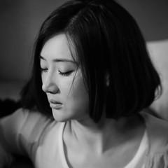 [フリー画像素材] 人物, 女性 - アジア, モノクロ, 人物 - 目を閉じる, 中国人 ID:201201220800