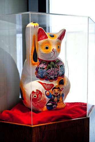 Large fortune cat