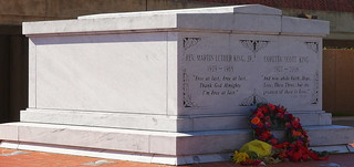 Изображение Tomb of Martin Luther King Jr.. atlanta usa grave america ga georgia us unitedstates unitedstatesofamerica tomb olympus graves nhs tombs martinlutherkingjr e600 martinlutherking atlantaga corettascottking nationalhistoricsites olympuse600 martinlutherkingnationalhistoricsites martinlutherkingnhs