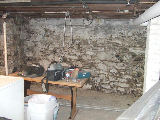 Best way to paint field stone basement walls for Best way to clean concrete basement floor