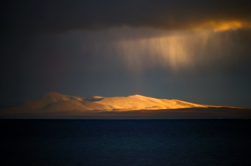 There was a rain of gold turning into blood over Manasarovar Lake, Tibet news http://www.phayul.com/