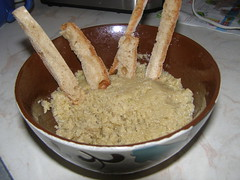 bread based skorthalia dip
