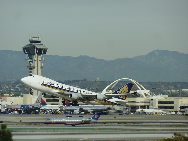 Singapore Airlines Cargo jet seconds after take-off from LAX