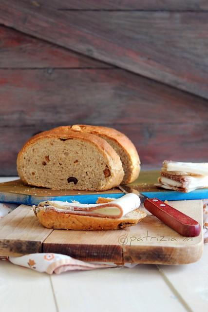 Pane alle nocciole con lardo di Colonnata