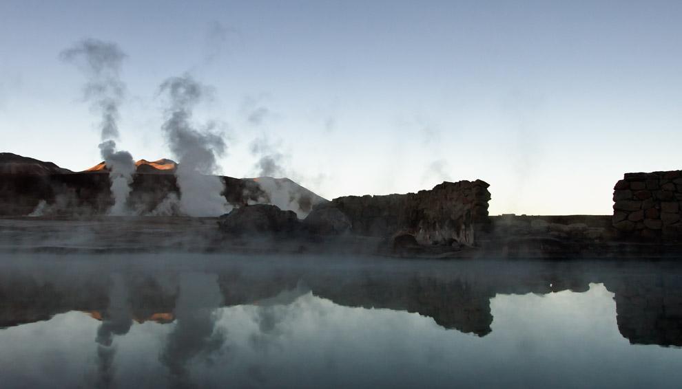 Aún con 0°C, nos animamos al chapuzón en las aguas termales y geisers más grandes del hemisferio sur. Geisers del Tatio, Chile. (Guillermo Morales)