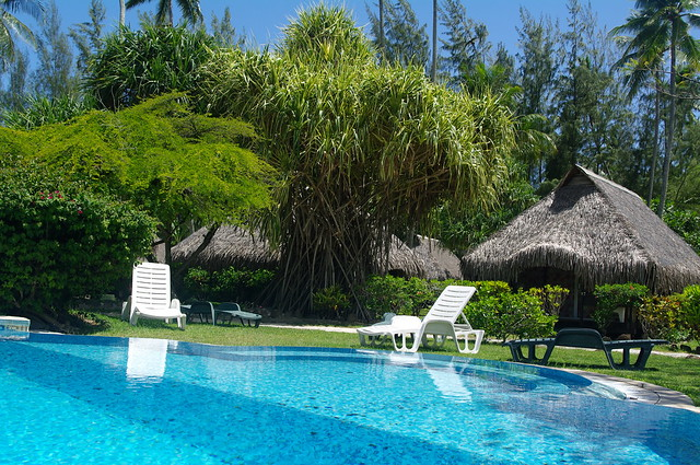 Hotel hibiscus moorea pool flickr photo sharing for Garden pool bungalow intercontinental moorea