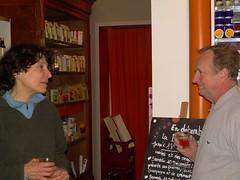 Suzanne avec un client autour d'un verre