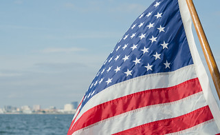 USA Flag catching wind & St Petersburg de Fifth World Art, sur Flickr