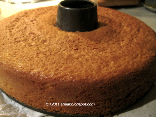 orange and saffron cake