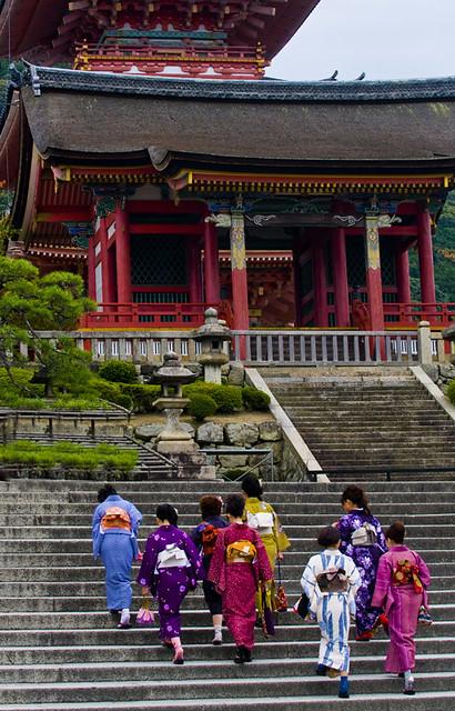 Japońskie kobiety w kimonach
