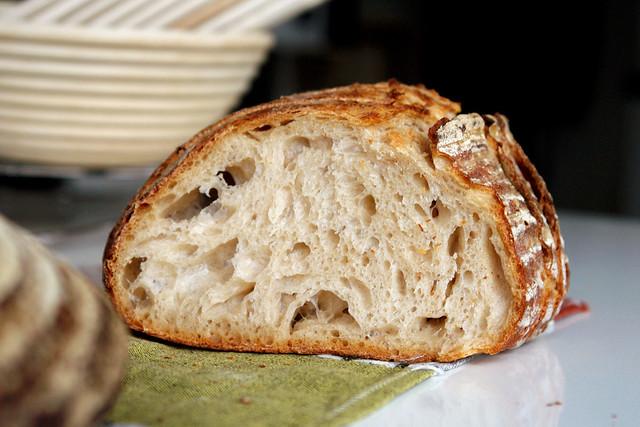6595759419 b094dbc96b z 2012. La multe paini! cu Apa.Faina.Sare.