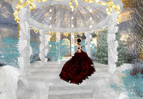 Despidiendo el año, vestida de rojo by Cherokeeh Asteria