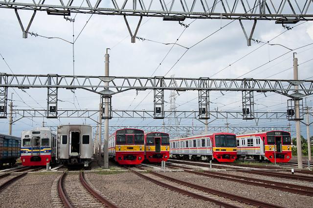 日本の中古電車が並ぶ、Dipo Depok デポック車両基地