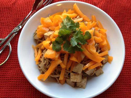 Buckwheat noodles with tofu and peppers