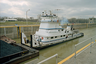 99c020: Elizabeth Marie departing main lock at McAlpine