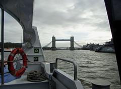 2012/01/07 - 20:11 - テムズ川をグリニッジに向かう船から。