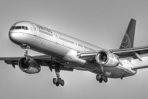 United Airlines Boeing 757-324 (N57855)
