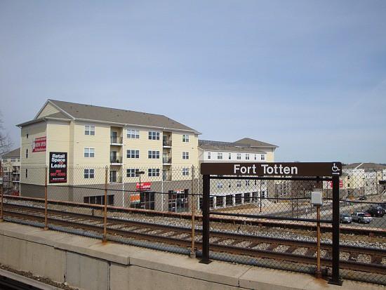 fort_totten_metro