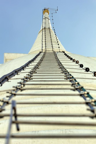 Ladder to Heaven | Chedi of Wat Prayun Wongsawat | Bangkok by I Prahin | Thanks for 500,000 views!