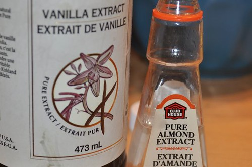 vanilla/almond extract