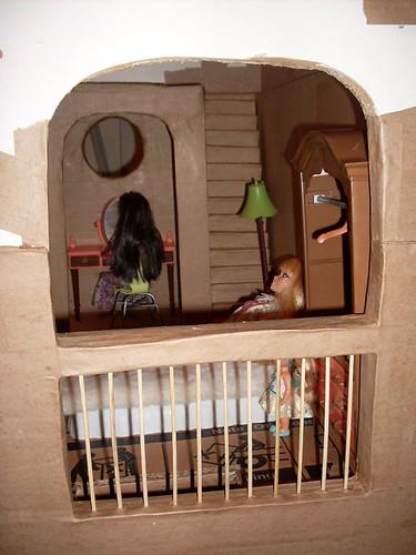 BarbieCardboardDollhouse016