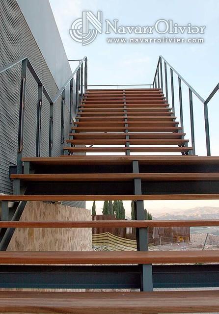 Escalera de metal y madera jatoba a photo on flickriver for Escaleras de metal y madera