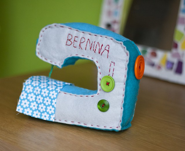 Felt sewing machine