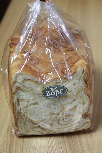 Zopf のキャラメルマーブル食パン