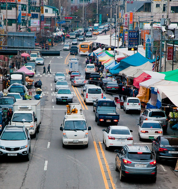 Street Market [EOS 5DMK2 | EF 24-105L@88mm | 1/125 s | f/7.1 |  ISO400]