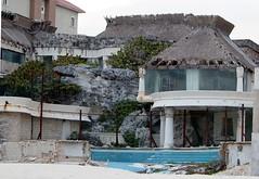 經威爾瑪颶風肆虐後,在墨西哥坎宮無人居住的旅館。 (Photo by onkelshark)