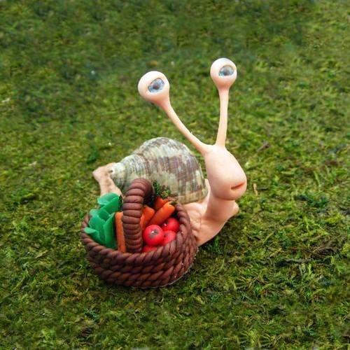 Logan the gardening snail
