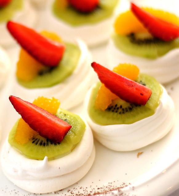 Pavlova with Kiwi and Strawberry | Flickr - Photo Sharing!