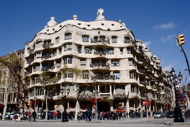 La Perdrera construction de Gaudi dans l'Eixample à Barcelone.