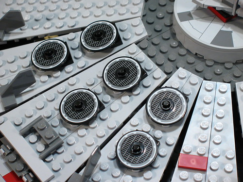 7965 Millennium Falcon Review: floating vents