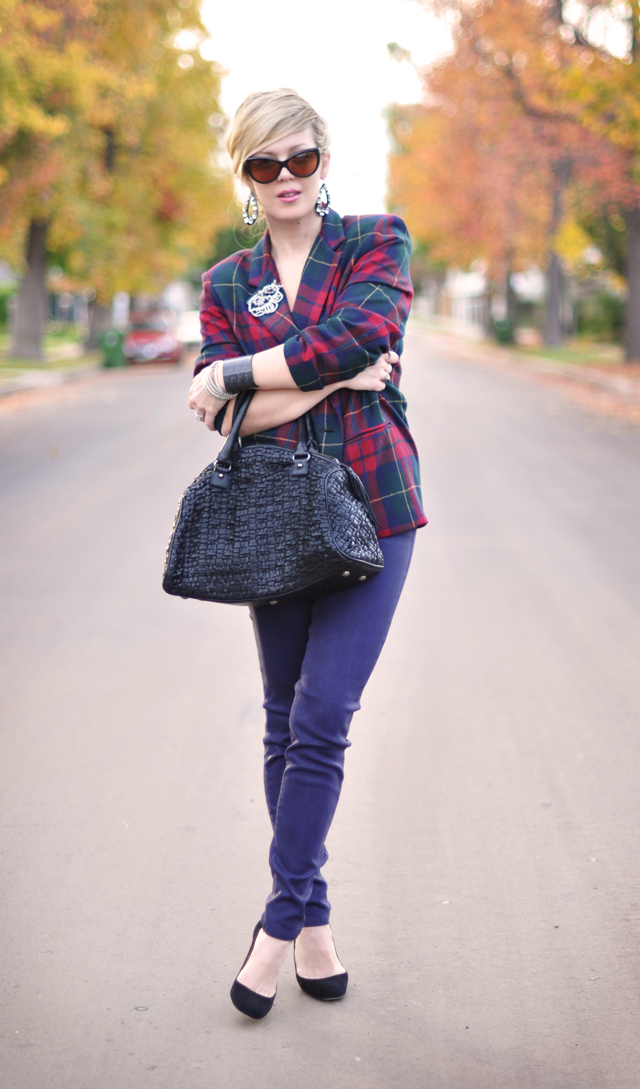 plaid blazer-purple jeans-suede pumps-cat eye sunglasses