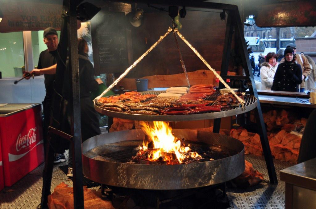 Riquísima carne y salchichas a la parrilla Frankfurter Weihnachtsmarkt, el mercado de Navidad más grande de Alemania - 6464832033 03337148eb o - Frankfurter Weihnachtsmarkt, el mercado de Navidad más grande de Alemania