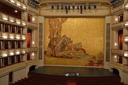 Telón y escenario Opera de Viena