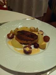 Foie gras de canard poêlé aux poires et aux raisins - Poudre de pain d'épices et réduction de Jurançon