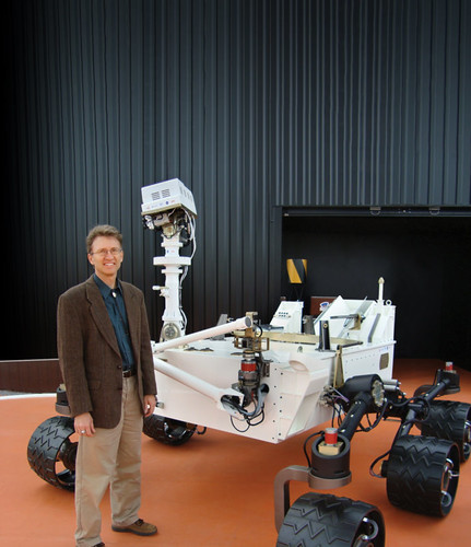 LANL's Roger Wiens with life-size model of the Curiosity rover