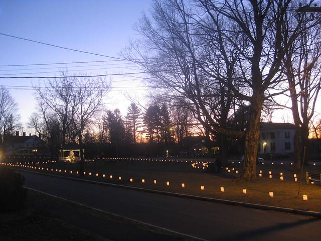 2011 12 24 Brookfield MA lighting luminaries on the Common 003