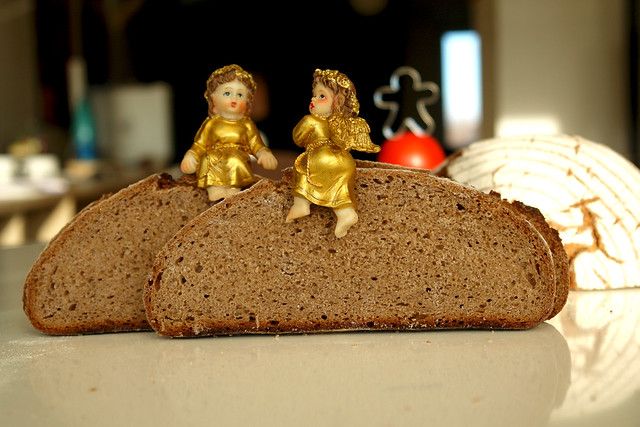 6568813017 f89d6257a1 z 2012. La multe paini! cu Apa.Faina.Sare.