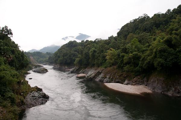 Fotografia del rio a su paso por las aldeas de las tribus Adi